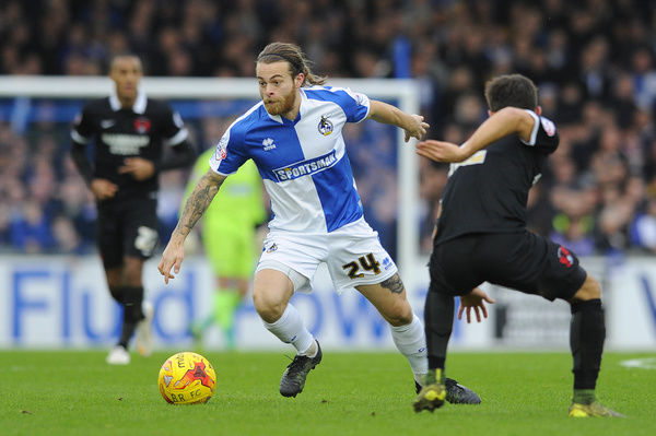 Stuart Sinclair of Bristol Rovers cuts inside - Mandatory byline: Dougie Allward/JMP - - 28/12/2015 - FOOTBALL - Memorial Stadium - Bristol, England - Bristol Rovers v Leyton Orient - Sky Bet League Two