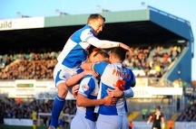 with his team mates after scoring - Photo mandatory by-line Dougie Allward JMP
